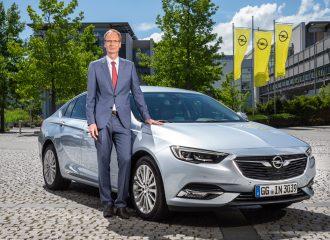 Opel CEO Michael Lohscheller vor dem Insignia Grand Sport.