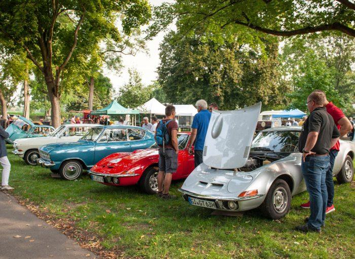 Liebhaberstücke: Am 24. Juni 2018 fahren wieder rund 3.000 Oldtimer-Besitzer ihre motorisierten Schätze zum Klassikertreffen an den Opelvillen vor.