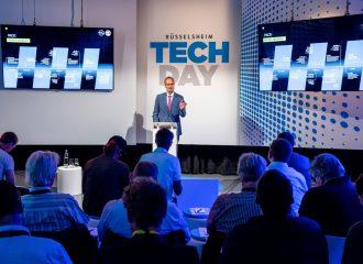 Willkommen in Rüsselsheim: Opel CEO Michael Lohscheller begrüßt das Experten-Publikum zum Tech Day.