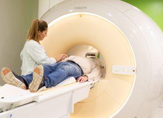 Neues Gerät der Firma Philips bietet in der medizinischen Bildgebung volldigitales Breitband-MRT-System und verbessert den Patientenkomfort deutlich.