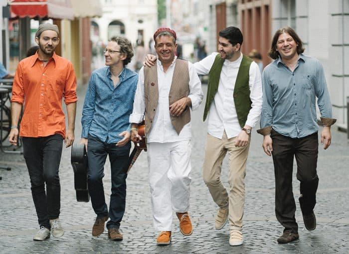 Das Absinto Orkestra wird am Samstag, 27.06. ein Konzert auf der Bühne im Adamshof spielen. Foto: Dario Ölke